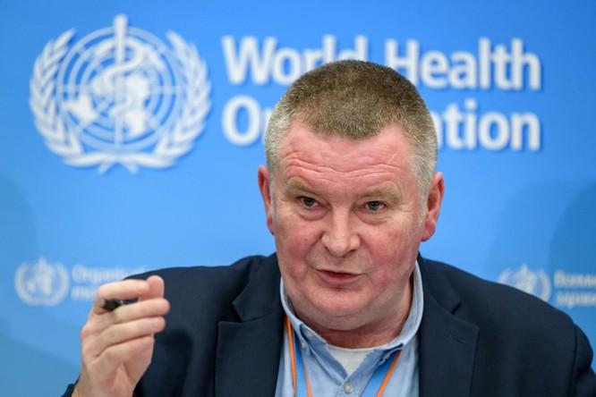 Ông Mike Ryan trong buổi họp báo về COVID-19 tối ngày 30/3 (Ảnh: The Times)