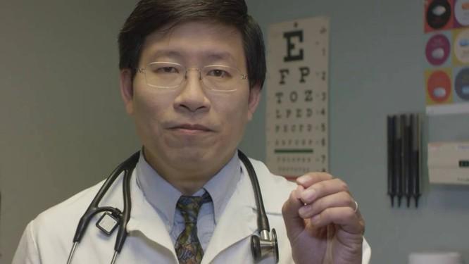 Tiến sĩ Otto Yang đưa ra những ý kiến về việc đeo khẩu trang ngừ COVID-19 (Ảnh: Mercury News)