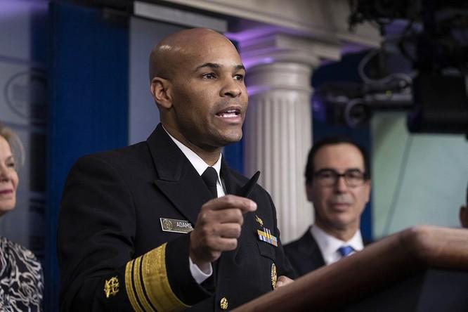 Tổng y sĩ Mỹ Jerome Adams cũng đưa ra nhận định về việc đeo khẩu trang phòng COVID-19 (Ảnh: Politico)