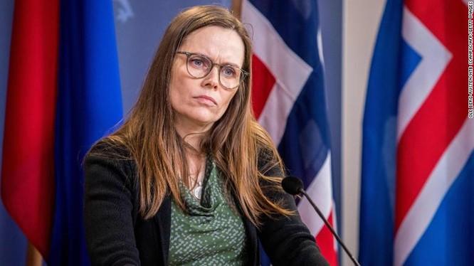 Thủ tướng Iceland Katrin Jakobsdottir trong cuộc họp báo chung với Na Uy về biện pháp chống COVID-19 ngày 3/2 (Ảnh: CNN)