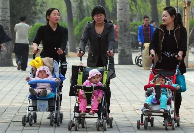 Sau khi chính sách một con được hủy vào năm 2015, nhiều phụ nữ vẫn lựa chọn chỉ sinh 1 con (Ảnh: AFP)