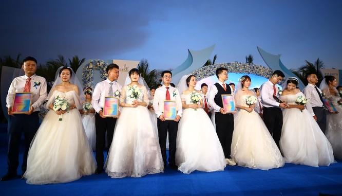 Một đám cưới tập thể được tổ chức tại Trung Quốc (Ảnh: Washington Post)