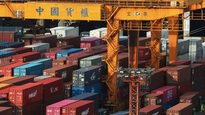 Xung đột giữa hai nước cũng ảnh hưởng tới cả lĩnh vực thương mại (Ảnh: FT)