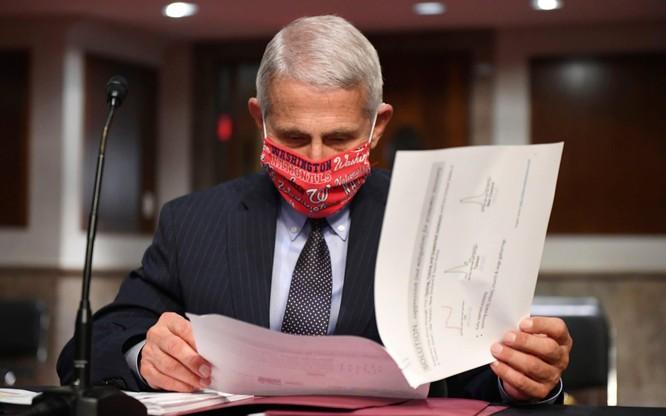 Tiến sĩ Anthony Fauci cho rằng Mỹ đã không đóng cửa hoàn toàn để ngăn dịch COVID-19 (Ảnh: Telegraph)