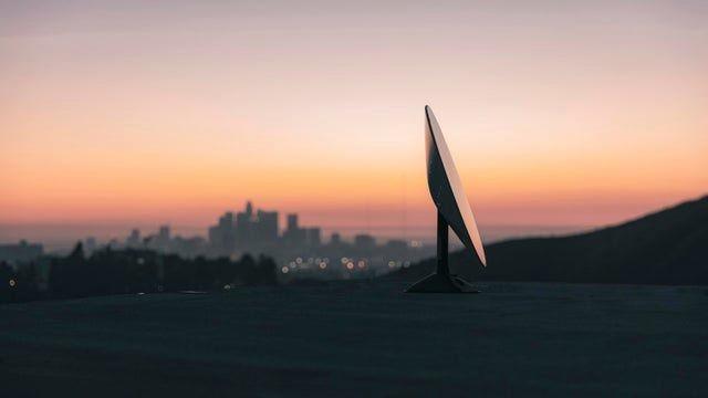 Ảnh một antenna được cho là thiết bị đầu cuối lắp đặt ở Los Angeles (Ảnh: Reddit)