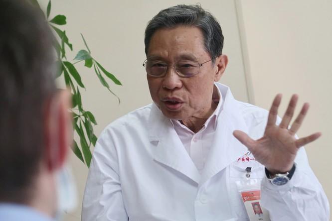 Bác sĩ Li Xu đã có cuộc họp từ xa với nhà virus học hàng đầu Trung Quốc Chung Nam Sơn (Ảnh: NYPost)