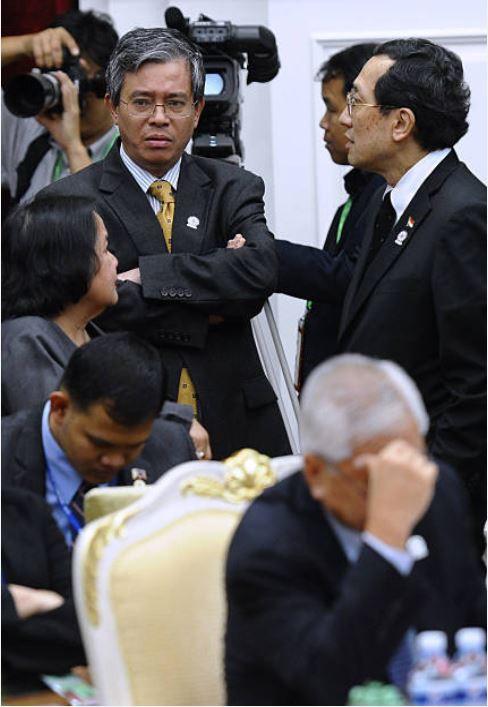Phút thất vọng của Trưởng SOM ASEAN Phạm Quang Vinh tại Campuchia, khi Hội nghị Bộ trưởng Ngoại giao ASEAN không ra được Tuyên bố chung, do liên quan tới Biển Đông (Ảnh: Straits Times)