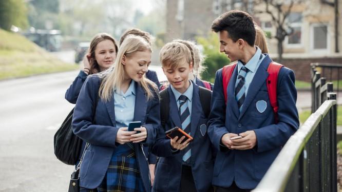 Cho học sinh dùng điện thoại trong lớp: Cần kiểm soát để dùng đúng mục đích ảnh 2