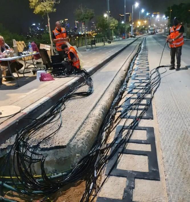 Tuyến đường điện đang được xây dựng ở Tel Aviv (Ảnh: CNN)