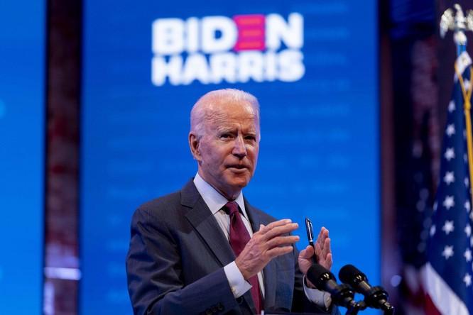 Phía chiến dịch của Joe Biden đang tận dụng vấn đề thuế của ông Trump để công kích (Ảnh: Politico)