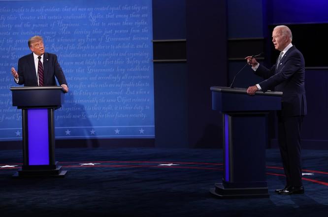 20 phút đầu của cuộc tranh luận diễn ra đầy hỗn loạn (Ảnh: CNN)