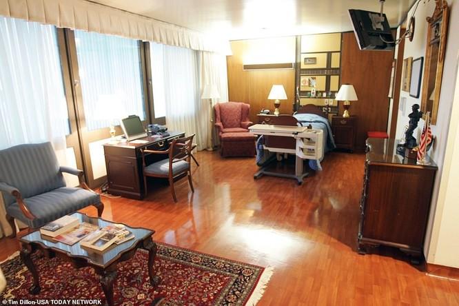 Một phòng bệnh ở Khu 71 có bàn làm việc dành cho Tổng thống (Ảnh: USA Today)