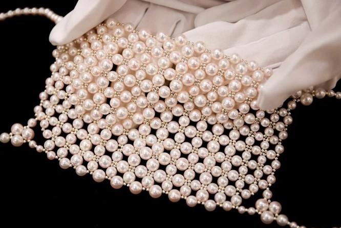Nhật Bản: Khẩu trang xa xỉ đính kim cương chống đại dịch COVID-19 ảnh 2