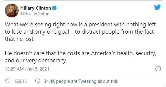 """Bà Hillary Clinton: Ông Trump """"không còn gì để mất"""" ảnh 1"""