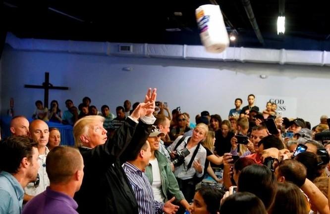 """Những khoảnh khắc hài hước """"bị lãng quên"""" của TT Trump ảnh 4"""