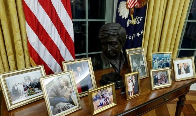 """Phòng làm việc của TT Biden: Thảm mới, ghế mới, không còn """"nút Diet Coke"""" của ông Trump ảnh 2"""