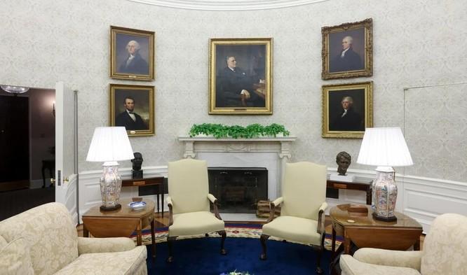 """Phòng làm việc của TT Biden: Thảm mới, ghế mới, không còn """"nút Diet Coke"""" của ông Trump ảnh 3"""