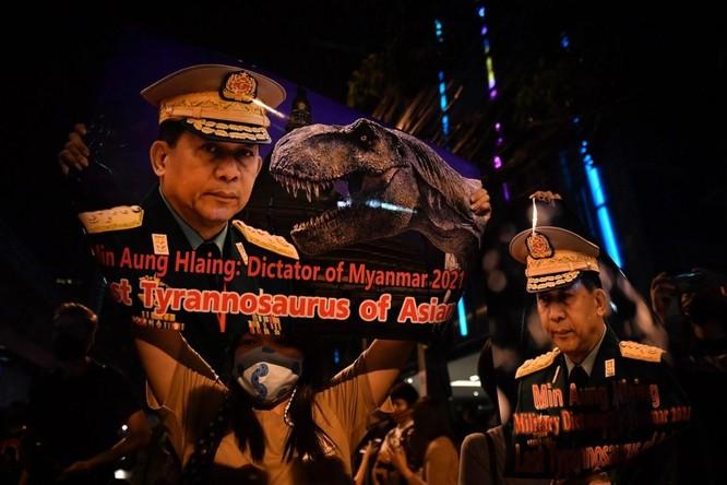"""Những """"dòng tiền"""" bí ẩn đằng sau cuộc đảo chính ở Myanmar ảnh 2"""
