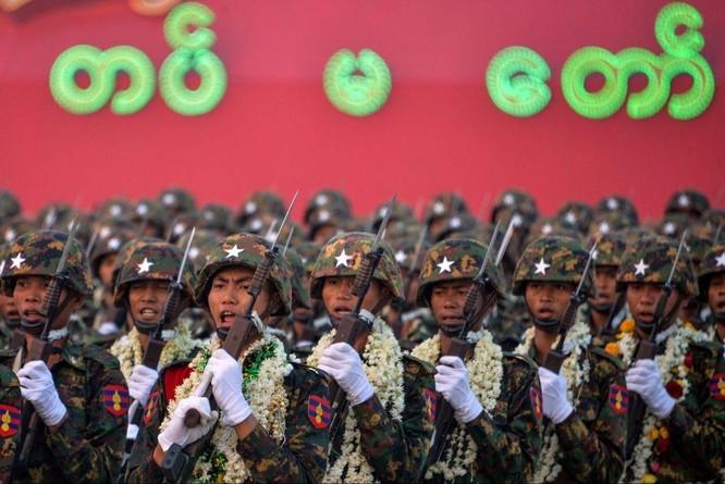 """Những """"dòng tiền"""" bí ẩn đằng sau cuộc đảo chính ở Myanmar ảnh 1"""