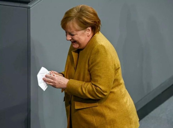 """Clip Thủ tướng Đức quên khẩu trang gây """"sốt"""" mạng ảnh 1"""
