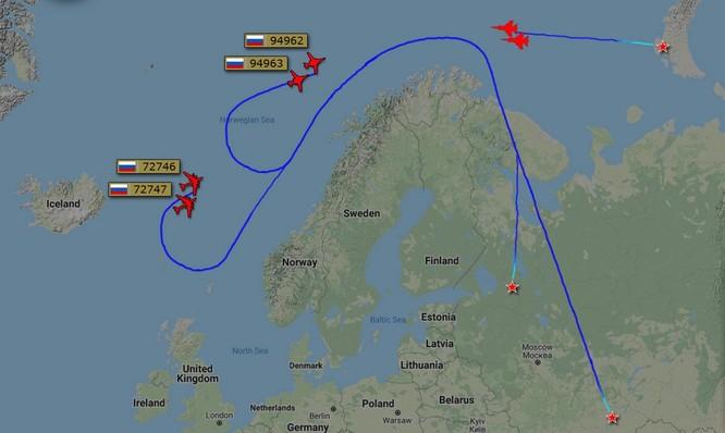 Tiêm kích NATO tất bật bám đuôi máy bay Nga ảnh 1