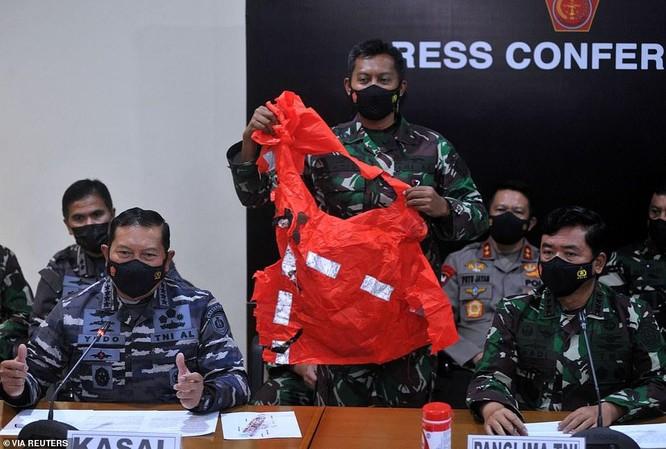 Đoạn video ám ảnh bên trong tàu ngầm mất tích của Indonesia ảnh 4