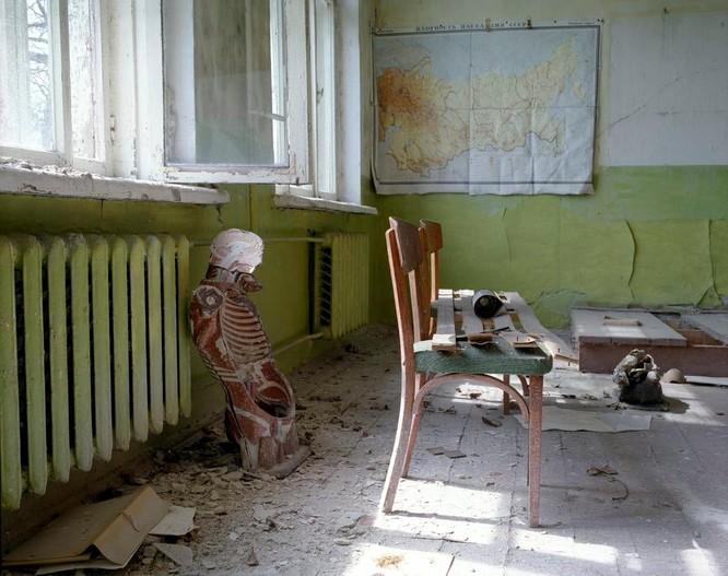 """Những bức ảnh chụp cảnh tượng bên trong """"Thành phố chết Chernobyl"""" ảnh 3"""