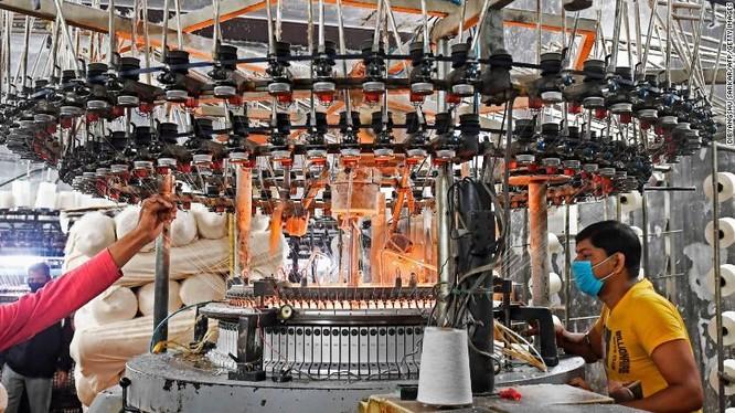 Thảm họa COVID-19 ở Ấn Độ tạo gánh nặng cho chuỗi cung ứng toàn cầu ảnh 2