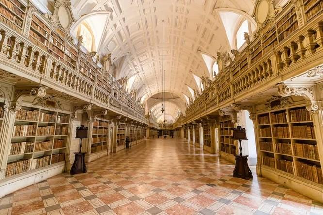 Những thư viện hào nhoáng nhất thế giới khiến bạn không thể rời mắt ảnh 3