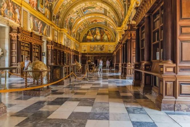 Những thư viện hào nhoáng nhất thế giới khiến bạn không thể rời mắt ảnh 5