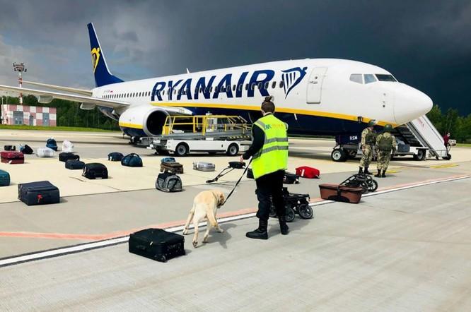 """Belarus bị tố """"cướp máy bay"""" khi chặn chuyến bay của Ryanair ảnh 1"""