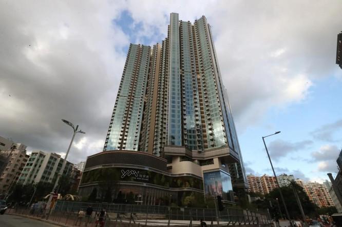 """Hong Kong: """"Nghìn lẻ một"""" kiểu khuyến khích người dân tiêm vaccine COVID-19 và những mặt trái ảnh 2"""