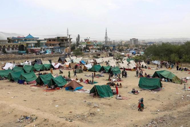Afghanistan: Dân tình đổ xô đi rút tiền, tháo chạy khỏi thủ đô Kabul ảnh 3