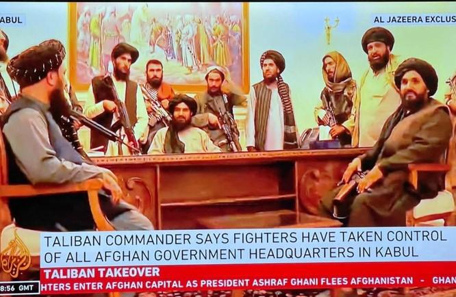 Ảnh: Chiến binh Taliban giành kiểm soát phủ Tổng thống Afghanistan ảnh 1