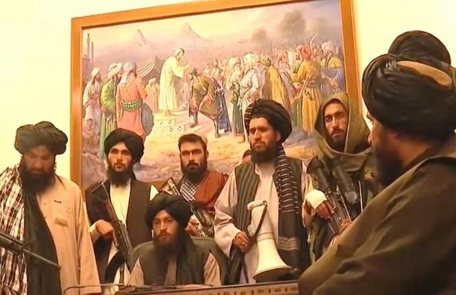 Ảnh: Chiến binh Taliban giành kiểm soát phủ Tổng thống Afghanistan ảnh 2