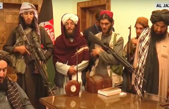 Ảnh: Chiến binh Taliban giành kiểm soát phủ Tổng thống Afghanistan ảnh 4