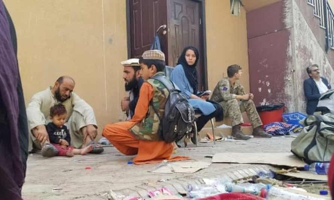 """""""Tôi cảm thấy vô dụng, tuyệt vọng"""": Nhật ký hành trình sơ tán của một phụ nữ Afghanistan ảnh 2"""