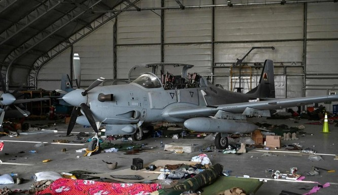 Cận cảnh những trang thiết bị quân sự xa xỉ mà Mỹ bỏ lại ở Afghanistan ảnh 4