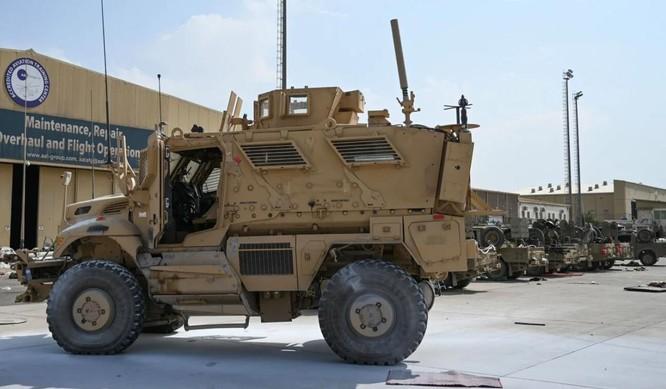 Cận cảnh những trang thiết bị quân sự xa xỉ mà Mỹ bỏ lại ở Afghanistan ảnh 1