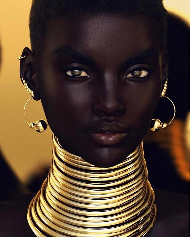 """""""Viên ngọc trai đen"""" nổi bật giữa dàn người mẫu nhờ công nghệ 3D ảnh 1"""