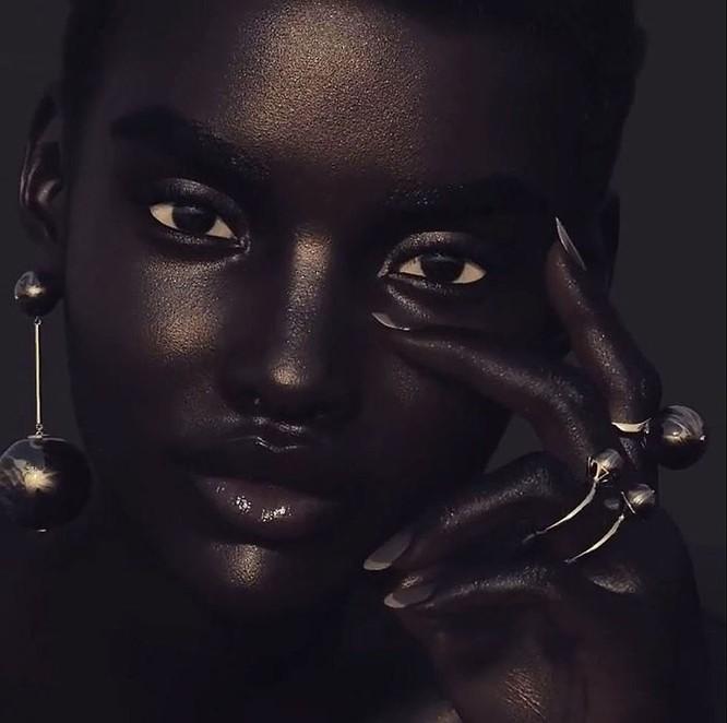 """""""Viên ngọc trai đen"""" nổi bật giữa dàn người mẫu nhờ công nghệ 3D ảnh 8"""