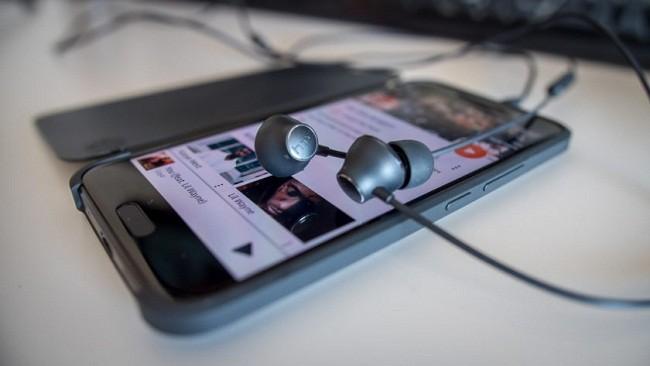 Tính năng khử tiếng ồn của tai nghe HTC chỉ có trên HTC U11 ảnh 1