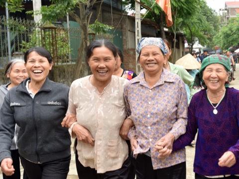 Nhịp sống bình yên đã trở lại với người dân thôn Hoành - Ảnh: Zing
