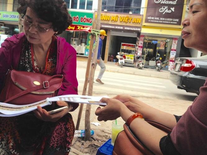 Bà Mai và Hà đang bán tán về dự án bất động sản