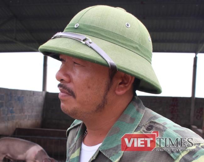 """Ông Đỗ Văn Hưng- """"tay lái lợn"""" 2 vai."""