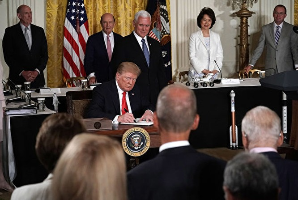 Tổng thống Donald Trump ra lệnh thành lập quân chủng bộ đội không gian ảnh 1