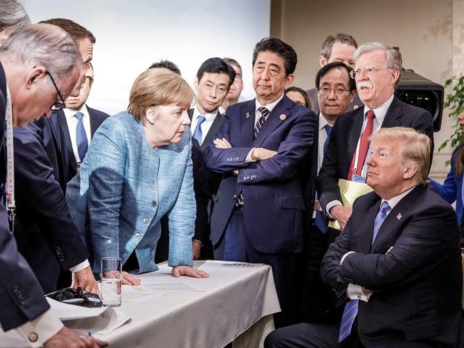 Nước Mỹ dậy sóng về cuộc gặp gỡ Trump – Putin ảnh 1