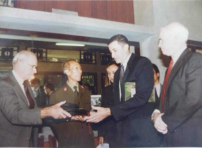 Thượng nghị sĩ John McCain và duyên nợ với Việt Nam ảnh 4