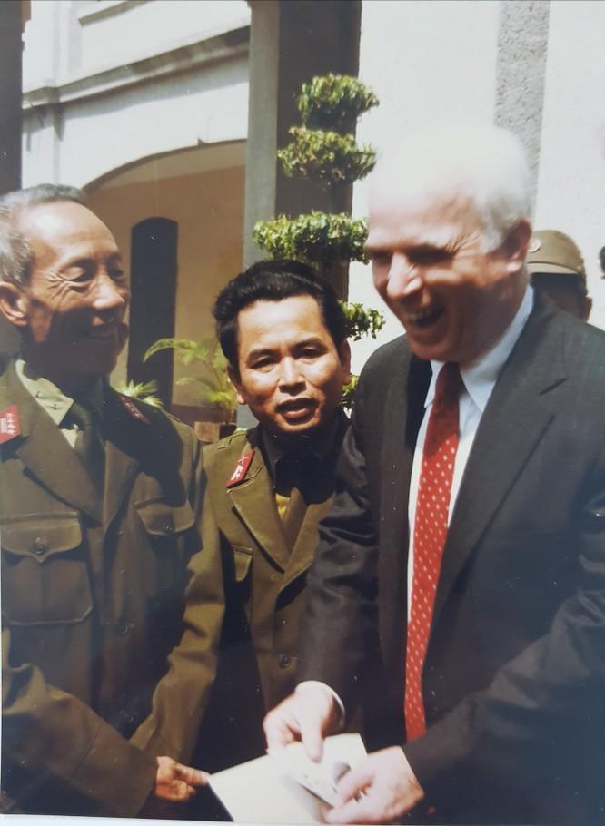 Thượng nghị sĩ John McCain và duyên nợ với Việt Nam ảnh 3