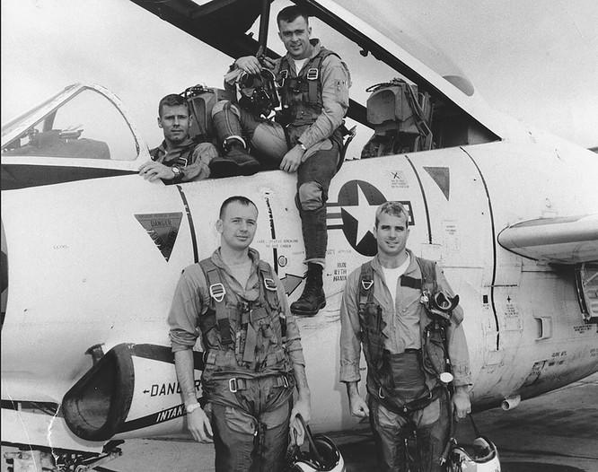 Thượng nghị sĩ John McCain và duyên nợ với Việt Nam ảnh 2